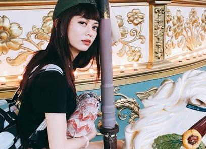 修圖技術超強大!白癡公主到韓國拍「證件照」成果出爐超驚人!